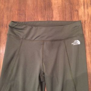 (2431). The North Face leggings   Size S/P